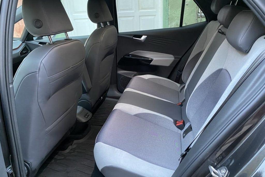 detaljeret billede af bagsæde i Volkswagen id3.